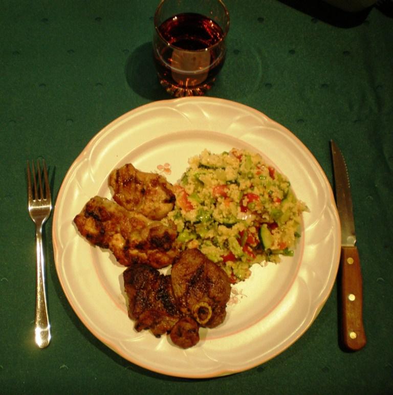 Барбекю из курицы и сосисок по- австралийски