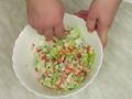 Крабовый салат с курицей и помидорами