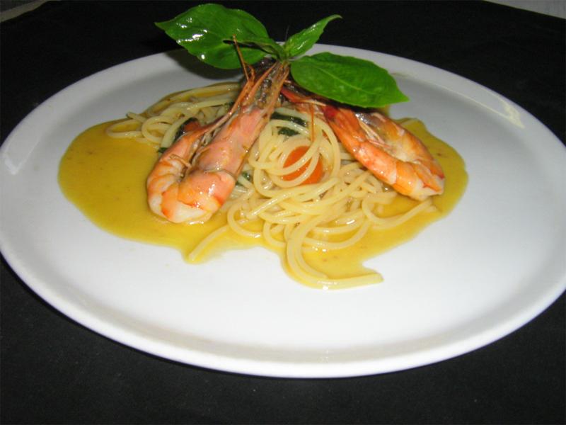 Спагетти с королевскими креветками